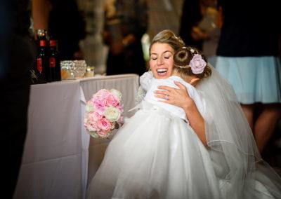 bride-hugging-daughter